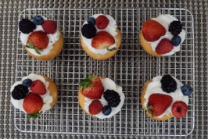 berries and cream fruity cupcakes