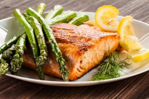 Healthy Diabetic Recipe_Grilled salmon lemon and asparagus