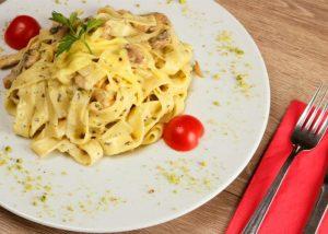 fettuccine alfredo pasta_featured