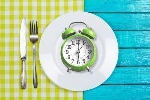 intermittent fasting_clockonplate