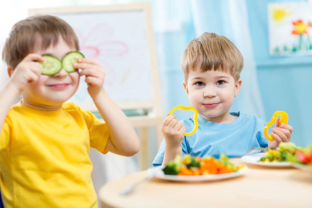 Kids eating healthy food