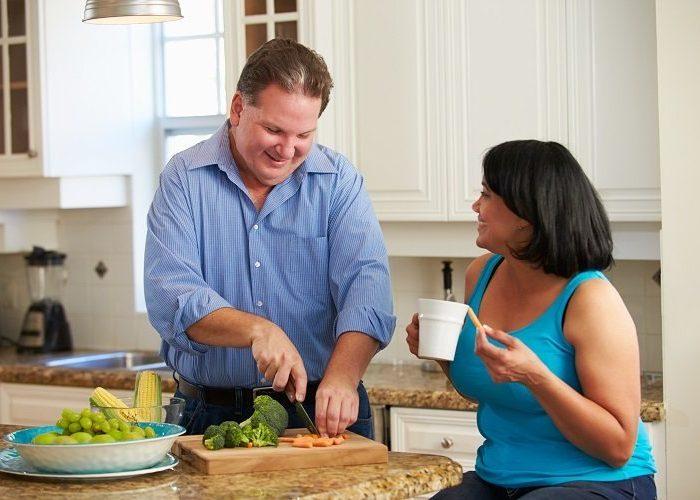 couple preparing healthy meals